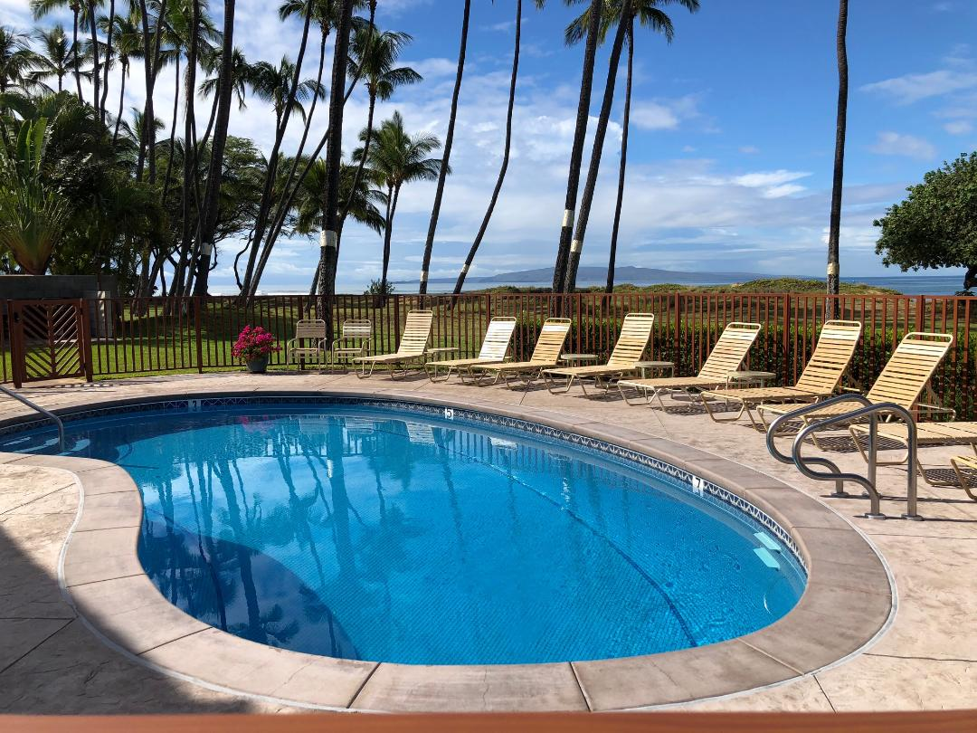 Pool facing SW with Kahoolawe in the distance